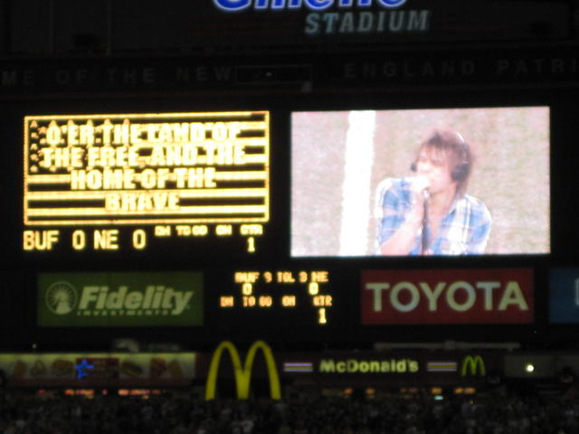 Boys Like Girls dude singing the anthem