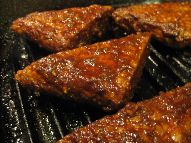 Grilled spicy tempeh